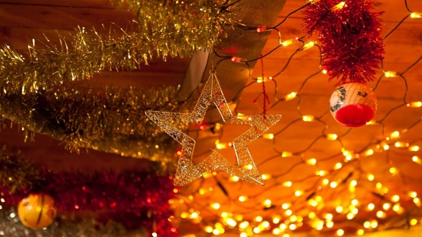 """""""Фото: Анна Тимошенко (МТРК «Мир»)"""":http://mir24.tv/, елочные игрушки, новый год, новый год 2016, дед мороз, снегурочка, звезда"""
