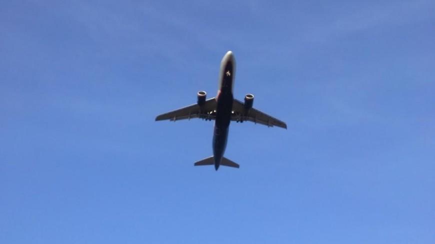 Летевший в Прагу самолет выкатился за пределы ВПП в Москве