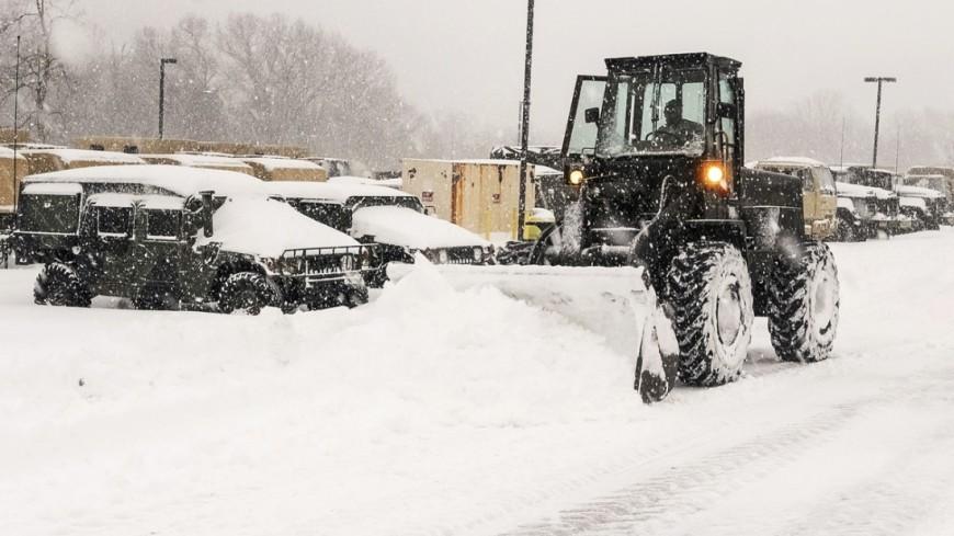 """Фото: Army Sgt. Edwin Gray, """"Минобороны США"""":http://www.defense.gov/, снегоуборочная техника, снегопад, снег, снегопад в сша"""