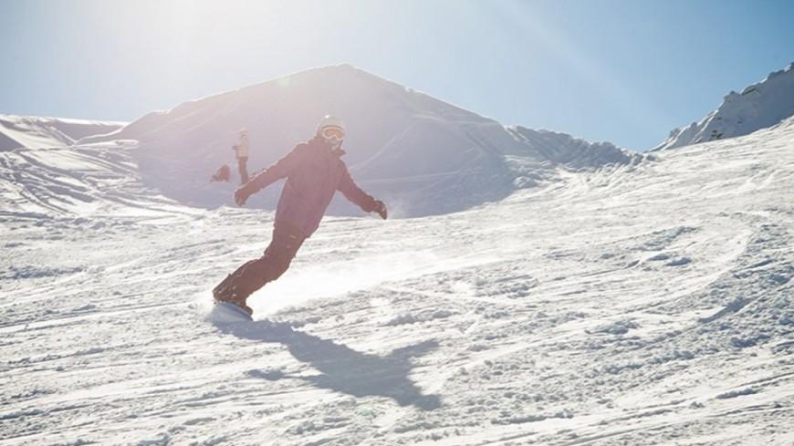 """© Фото: Елизавета Шагалова, """"«МИР 24»"""":http://mir24.tv/, сноубордист, альпы, горы, горнолыжный курорт, сноубордисты, сноуборд"""