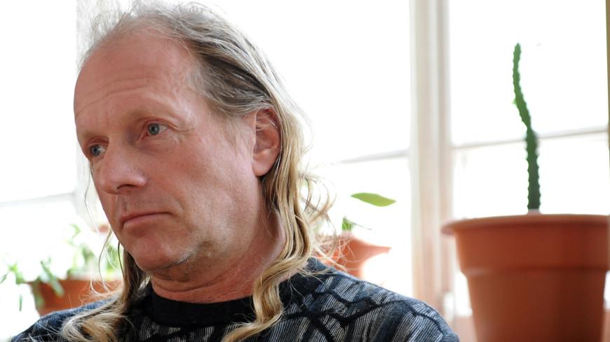 Певец Крис Кельми скончался от остановки сердца