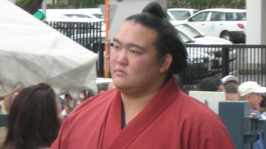 Японский сумоист Кисэносато ушел из спорта из-за травм и поражений