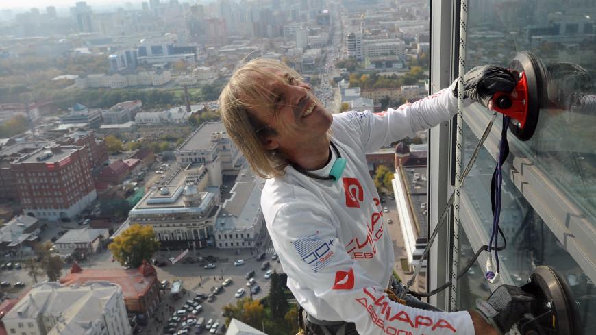 «Человек-паук» покорил 217-метровый небоскреб в Маниле