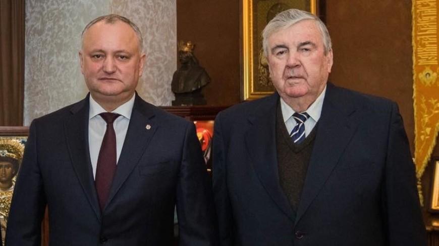 Додон поздравил первого президента Молдовы с 79-летием