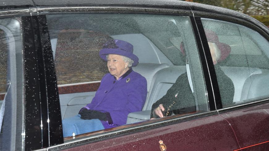 Королеву Англии поймали на нарушении ПДД