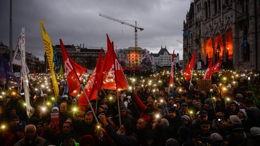 Против «закона о рабстве»: тысячи жителей Будапешта вышли на улицы