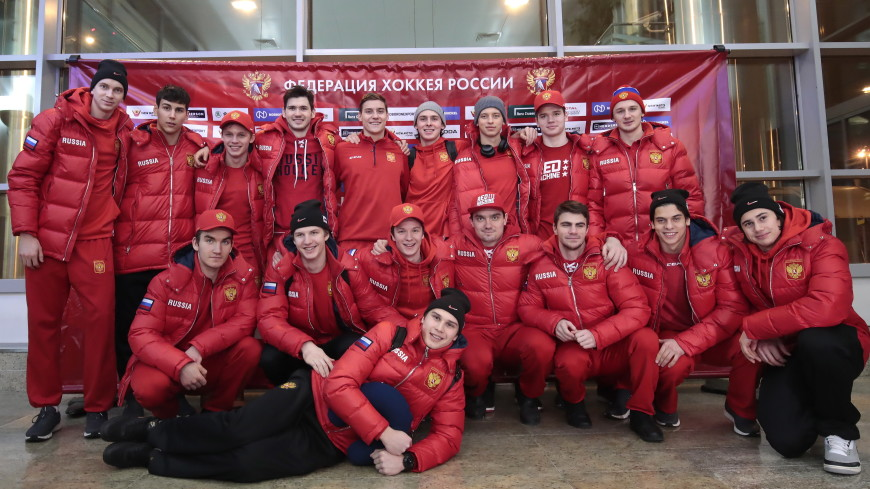 Завоевавшие бронзу в Канаде хоккеисты молодежной сборной вернулись в Москву