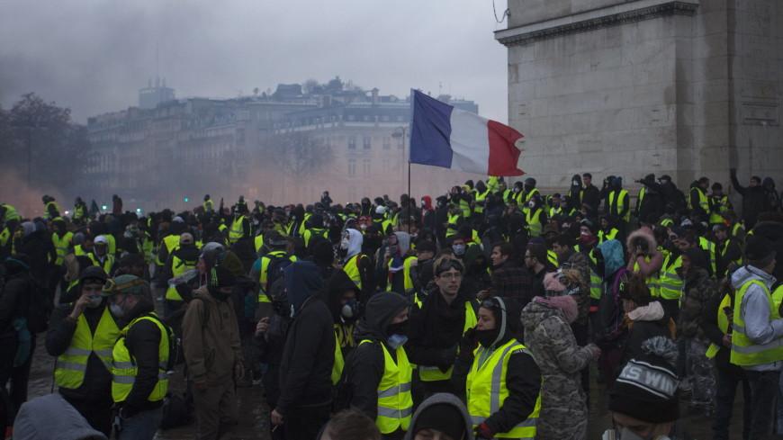 Очередная акция «желтых жилетов» во Франции собрала 69 тысяч человек