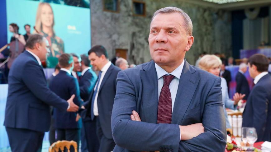 Медведев назначил Борисова ответственным за госпрограммы по обороне