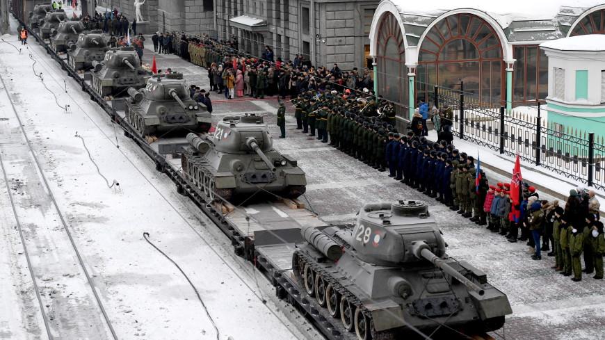 Эшелон танков Т-34 встретили в Новосибирске пирогами