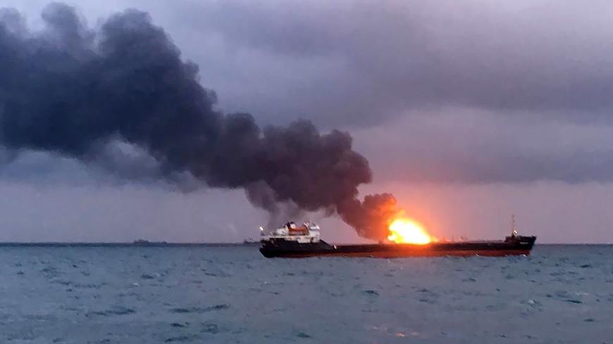 Пострадавших в Керченском проливе не могут доставить на берег из-за непогоды