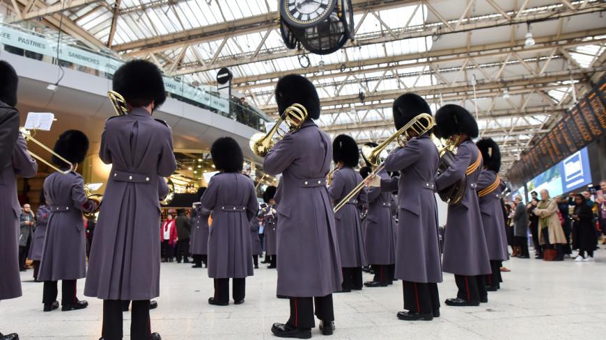 Британские гренадеры исполнили «Bohemian Rhapsody» в Букингемском дворце