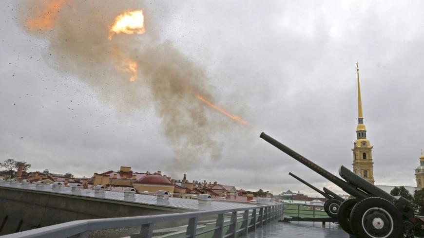 Пушечный выстрел из Петропавловской крепости посвятили блокадникам и защитникам Ленинграда