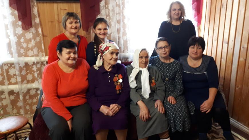 «Осталась привычка хлеб целовать»: сёстры-блокадницы вспоминают семейную историю спасения