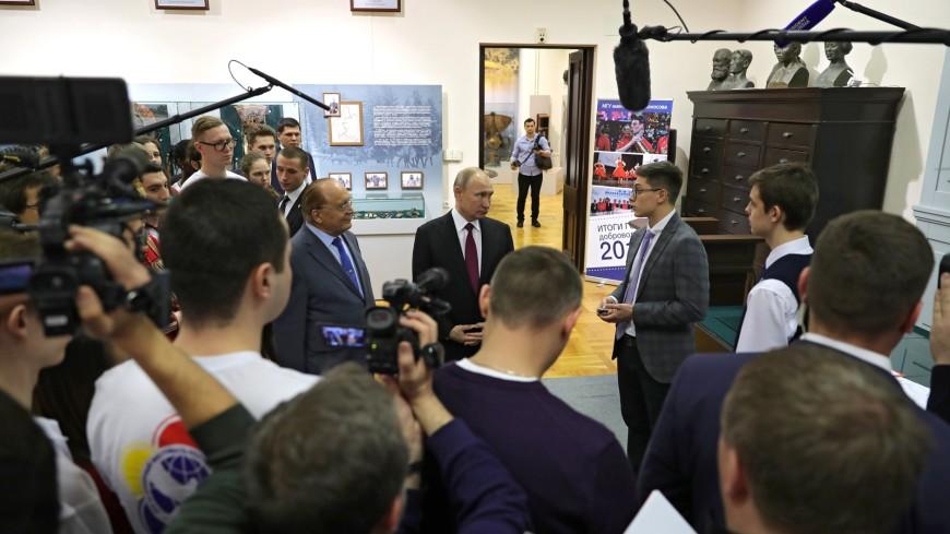 Наука, книги, театр: о чем говорил Путин со студентами МГУ