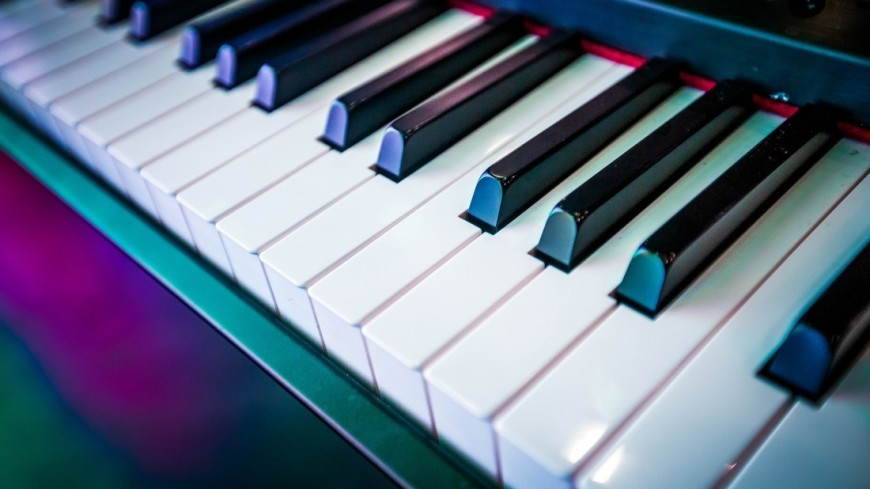 концерт, музыка, выступление, сцена, музыкальные инструменты, клавиши, синтезатор, ноты,