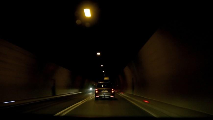 """Фото: Мария Чегляева (МТРК «Мир») """"«Мир 24»"""":http://mir24.tv/, машина, тоннель, дорога, автомобиль"""