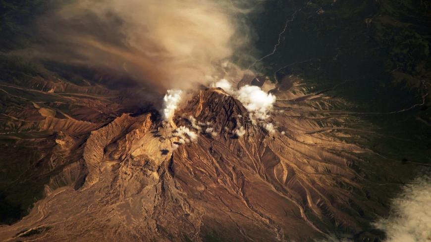 Вулкан Шивелуч на Камчатке выбросил 4,5 км пепла