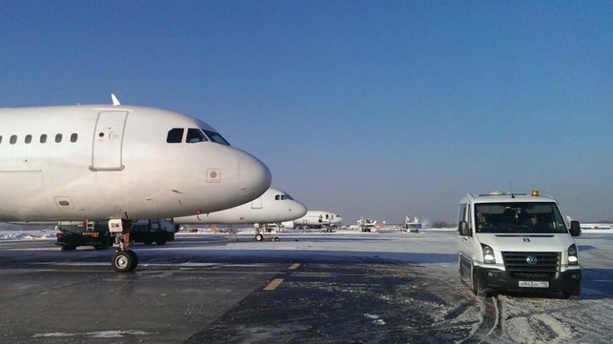 В аэропорту Екатеринбурга грузовик столкнулся с самолетом