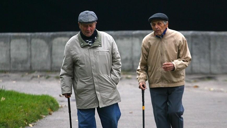 """© Фото: """"Виталий Залесский, «Мир 24»"""":http://mir24.tv/, пенсионеры, осень"""