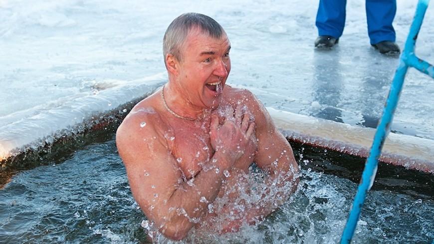 """""""Фото: Виталий Залесский (МТРК «Мир»)"""":http://mir24.tv/, крещение, прорубь"""