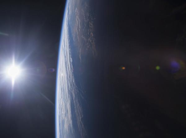 Первый эмиратский космонавт возьмет на орбиту стихи и рассказы