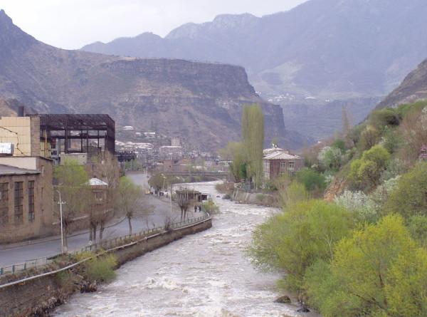 Бескрайние леса, бурные горные реки и древние памятники, или Пять причин поехать в Лори