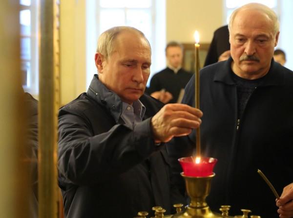 По пути в Петербург Путин и Лукашенко посетили Коневский монастырь