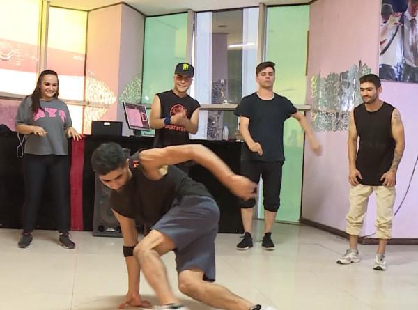 Мастера брейк-данса: таджикистанские би-бои готовятся к Олимпиаде