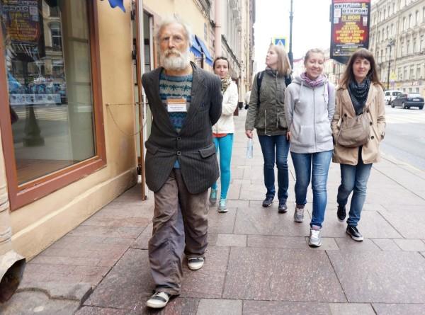 Бездомный «Дамблдор»: будни самого знаменитого гида Петербурга