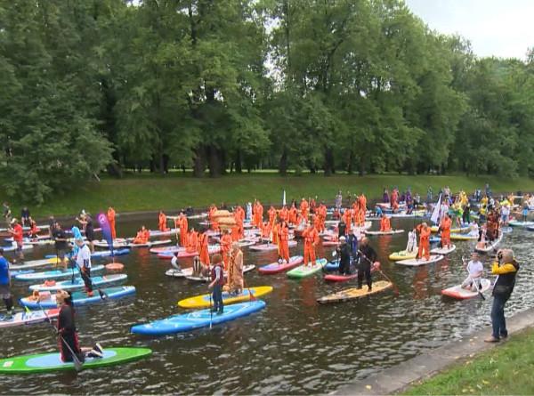 В Питере – плыть: в Северной столице прошел фестиваль сапсерфинга