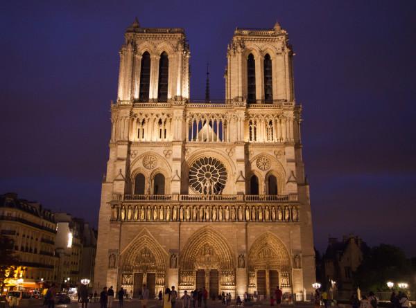 Во Франции приняли закон о восстановлении пострадавшего от пожара Нотр-Дама