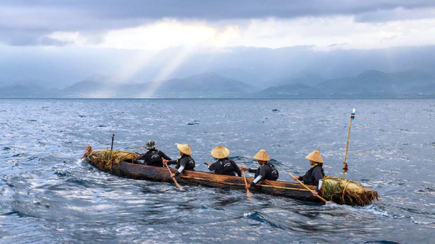 Через океан на каноэ: ученые повторят путь древних племен