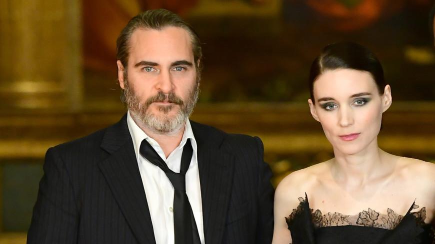 Девушка с татуировкой дракона выйдет замуж за Джокера