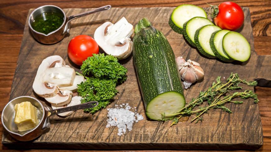 "Фото: Пётр Королёв (МТРК «Мир») ""«Мир 24»"":http://mir24.tv/, кабачки, еда, готовить, овощи, грибы"