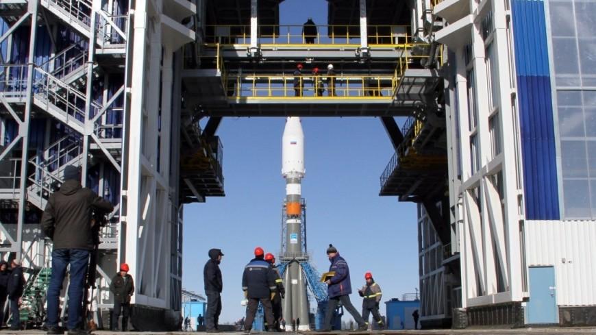 Три дня до старта: на космодроме Восточный установили ракету «Союз»