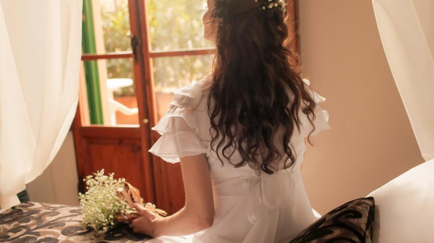 """Фото: Елизавета Шагалова, """"«МИР 24»"""":http://mir24.tv/, свадьба, девушка, цветы, италия, кровать, невеста"""