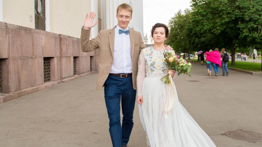 """Фото: Максим Кулачков (МТРК «Мир») """"«Мир 24»"""":http://mir24.tv/, отношения, свадьба, невеста, девушка, люди, молодожены, любовь"""