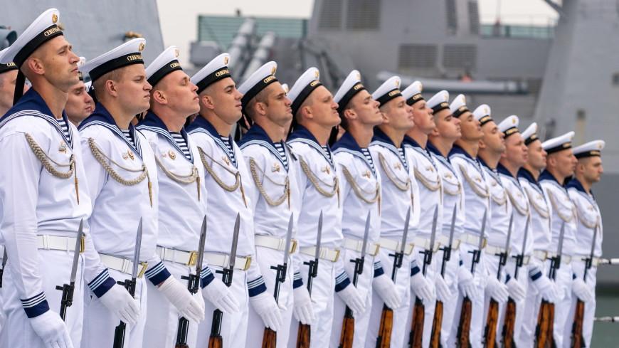 Российские военные провели парад в сирийском Тартусе в День ВМФ