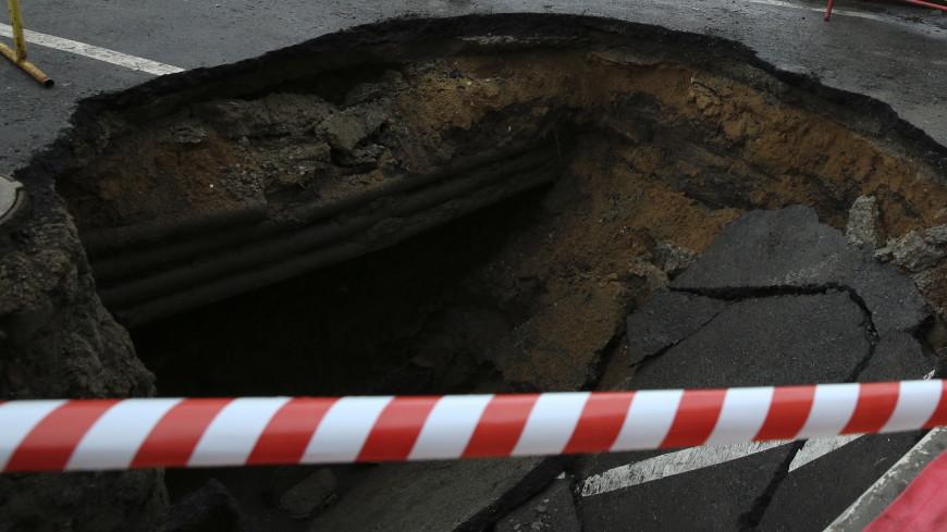 В Сочи из-за дождей обрушился участок главной прибрежной трассы