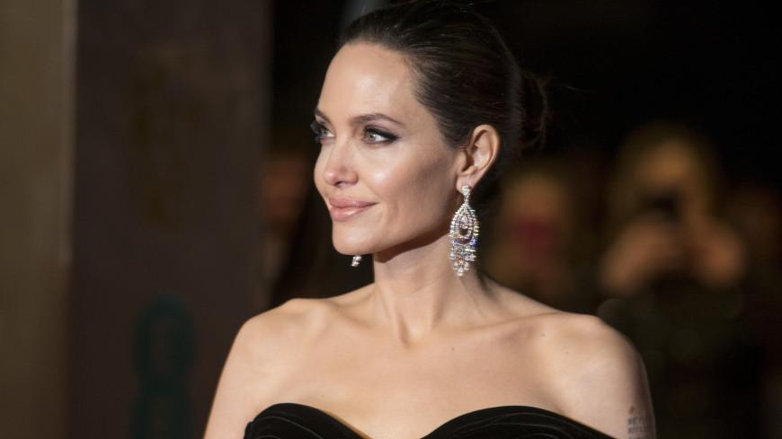 Анджелину Джоли госпитализировали после истощения