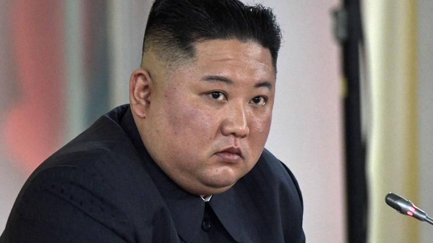 Ким Чен Ын осмотрел новую северокорейскую подлодку