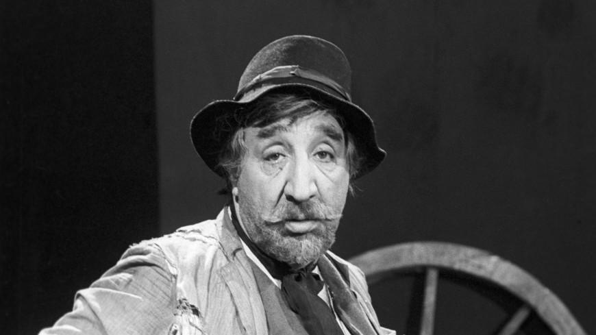 Грустный комик: 89 лет назад родился Фрунзик Мкртчян