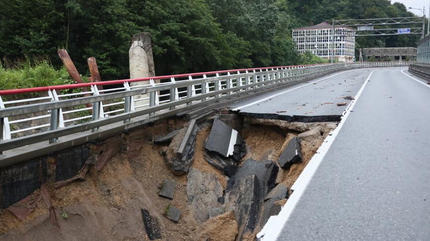 В Сочи ввели локальный режим ЧС из-за обрушенной дороги