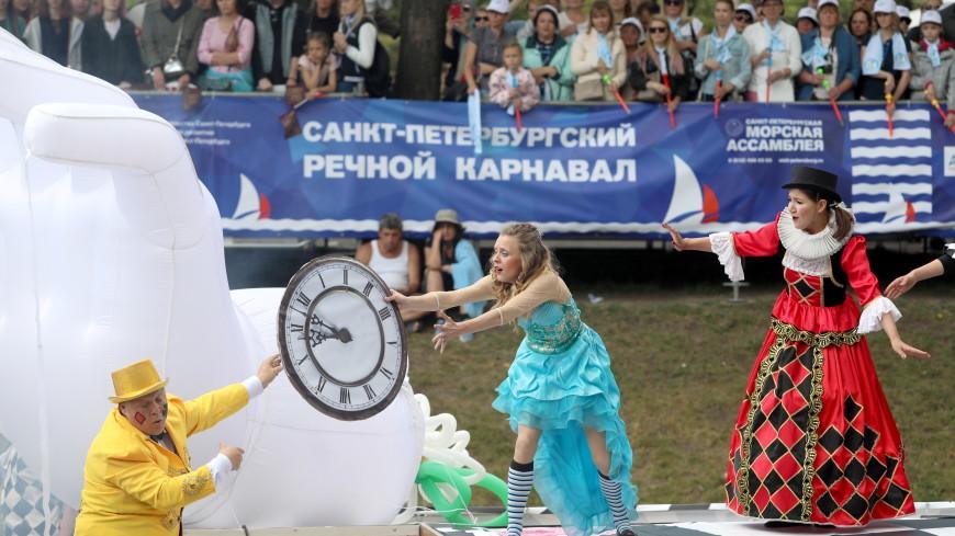Спектакли на воде: в Петербурге прошел речной карнавал