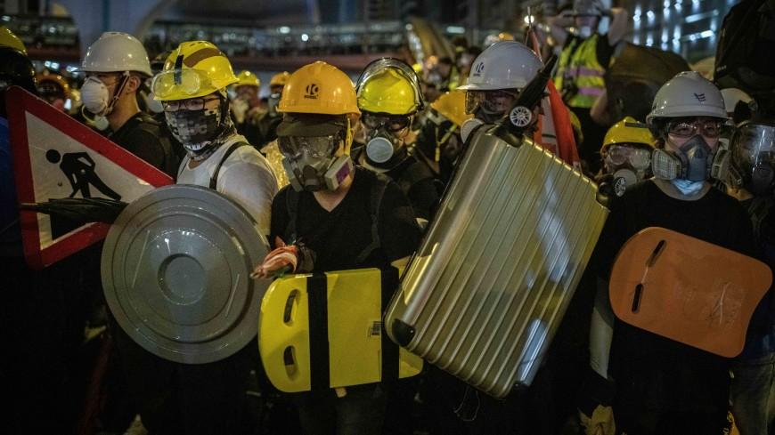 Протестующие в Гонконге помешали работе метро в час пик