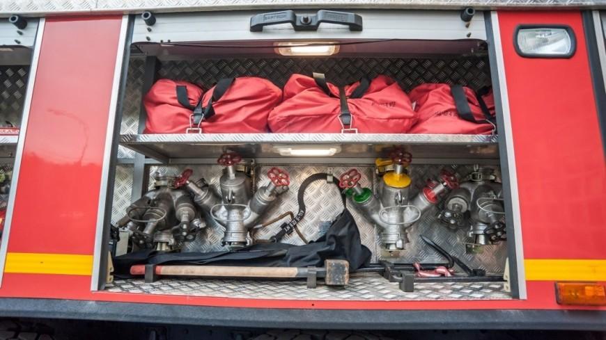 К тушению пожара на складе в Краснодаре привлеки более 70 спасателей