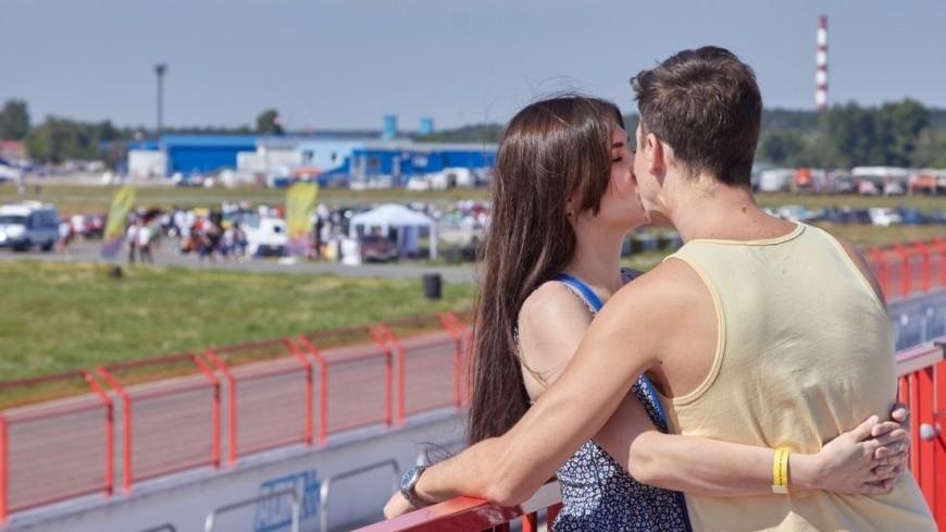 В Московской области состоялся первый Всероссийский фестиваль Жигулей.,Жифест, пара, любовь, молодежь, лето, улыбка, счастье, поцелуй, объятия, ,Жифест, пара, любовь, молодежь, лето, улыбка, счастье, поцелуй, объятия,