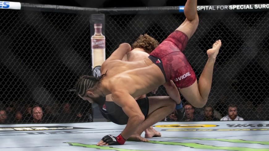 Турнир UFC закончился госпитализацией нескольких бойцов