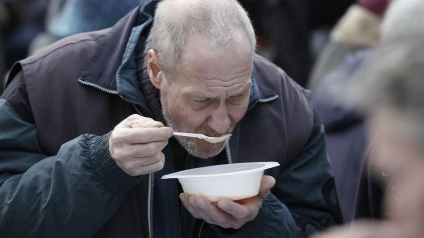 """бомж, бесплатная еда, бедный, малоимущий  Фото: Владимир Свояченко, """"МТРК «Мир»"""":http://mirtv.ru/, малоимущий"""